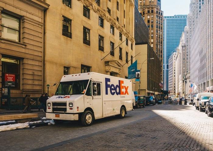 FedEx vs USPS vs UPS
